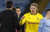 [Dortmund] Quand Haaland signe un autographe... à l'un des arbitres !