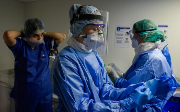 Obligation vaccinale, départ des soignants: un système hospitalier