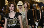 Une trentaine de militants d'Extinction Rebellion perturbent le défilé Vuitton